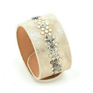 Leather star studded braclett, champagne color